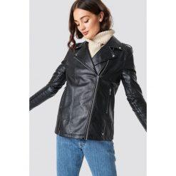 NA-KD Oversizowa kurtka z syntetycznej skóry - Black. Czarne kurtki damskie NA-KD, z materiału. Za 404.95 zł.