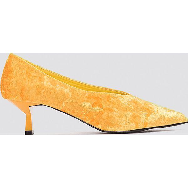 5a4d4cae NA-KD Shoes Welurowe czółenka na niskim obcasie - Orange - Czółenka ...