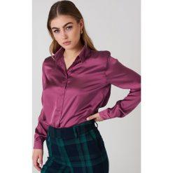 NA-KD Satynowa koszula z długim rękawem - Purple. Fioletowe koszule damskie NA-KD, z poliesteru, z długim rękawem. Za 133.95 zł.