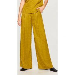 Spodnie z żakardowej tkaniny - Zielony. Zielone spodnie materiałowe damskie Reserved, z tkaniny. W wyprzedaży za 69.99 zł.