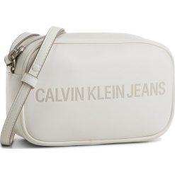 Torebka CALVIN KLEIN JEANS - Sculpted Camera Bag K40K400385 103. Białe listonoszki damskie Calvin Klein Jeans, z jeansu. Za 399.00 zł.