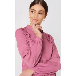 MbyM Koszula Cilvio - Pink. Różowe koszule damskie mbyM, z tkaniny, z falbankami. W wyprzedaży za 78.89 zł.