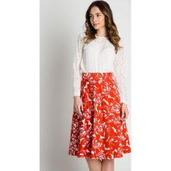 Bawełniana rozkloszowana spódnica na pasku BIALCON. Białe spódnice damskie BIALCON, na lato, z bawełny, biznesowe. Za 189.00 zł.