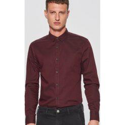 Gładka koszula slim fit - Bordowy. Czerwone koszule męskie Cropp. Za 69.99 zł.