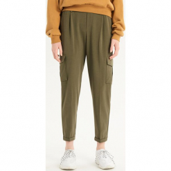 Spodnie chino - Khaki. Brązowe spodnie materiałowe damskie Sinsay. Za 79.99 zł.