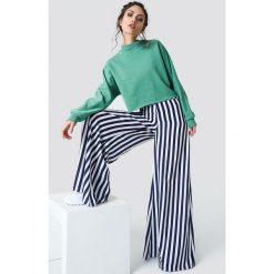 NA-KD Bluza nietoperz z surowym brzegiem - Green. Zielone bluzy damskie NA-KD. Za 141.95 zł.