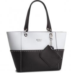 Torebka GUESS - HWBK66 91230 BLACK MULTI. Białe torebki do ręki damskie Guess, z aplikacjami, ze skóry ekologicznej. Za 629.00 zł.