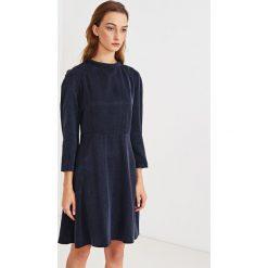 Simple - Sukienka. Szare sukienki damskie Simple, z tkaniny, eleganckie. W wyprzedaży za 199.90 zł.