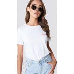 NA-KD T-shirt basic z haftem Honey - White. Białe t-shirty damskie NA-KD, z haftami, z bawełny. Za 72.95 zł.