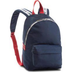 Plecak TOMMY JEANS - Tj Logo Tape Mini Ba AU0AU00342 901. Niebieskie plecaki damskie Tommy Jeans, z jeansu. Za 399.00 zł.