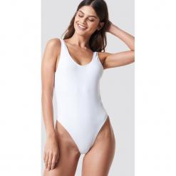 NA-KD Swimwear Kostium kąpielowy z wycięciami - White. Białe kostiumy jednoczęściowe damskie NA-KD Swimwear. Za 100.95 zł.
