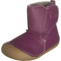Skórzane botki w kolorze fioletowym. Botki dziewczęce marki Born2be. W wyprzedaży za 99.95 zł.