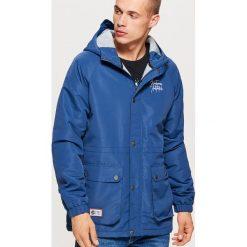Casualowa kurtka z kapturem - Niebieski. Niebieskie kurtki męskie Cropp. W wyprzedaży za 149.99 zł.