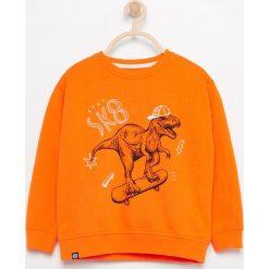 Bluza z nadrukiem dinozaura - Pomarańczo. Bluzy dla chłopców Reserved, z nadrukiem. W wyprzedaży za 14.99 zł.