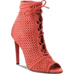 Szpilki CARINII - B3957 H55-000-000-B40. Czerwone szpilki damskie Carinii, z nubiku. W wyprzedaży za 219.00 zł.