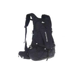 Plecak turystyczny FH900 Helium 27 l. Czarne plecaki damskie QUECHUA. W wyprzedaży za 139.99 zł.