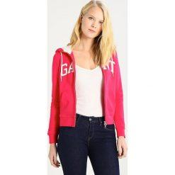 GANT FULL ZIP HOODIE Bluza rozpinana rose red. Kardigany damskie GANT, z bawełny. W wyprzedaży za 377.40 zł.