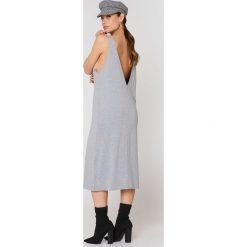 Dr Denim Sukienka Natalia - Grey. Szare sukienki damskie Dr.Denim, z denimu, z dekoltem na plecach. W wyprzedaży za 121.48 zł.
