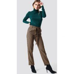 MANGO Spodnie Harp - Brown. Brązowe spodnie materiałowe damskie Mango, w paski. Za 141.95 zł.