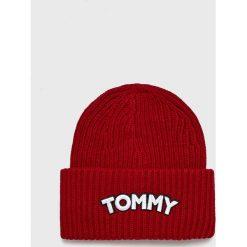 Tommy Hilfiger - Czapka. Czerwone czapki i kapelusze damskie Tommy Hilfiger, z dzianiny. Za 199.90 zł.