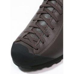 Scarpa MOJITO BASIC Obuwie hikingowe dark brown. Buty sportowe męskie Scarpa, z gumy, outdoorowe. Za 659.00 zł.