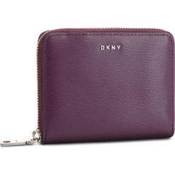 Duży Portfel Damski DKNY - Bryant Sm Zip Around R8313656 Brinjal B7J. Fioletowe portfele damskie DKNY, ze skóry. Za 419.00 zł.