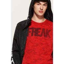 T-shirt camo z napisem - Czerwony. T-shirty męskie marki Giacomo Conti. W wyprzedaży za 29.99 zł.