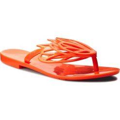 Japonki MELISSA - New Fly Ad 31898 Neon Orange 06716. Brązowe klapki damskie Melissa, z tworzywa sztucznego. W wyprzedaży za 149.00 zł.