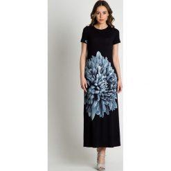 Sukienka maxi z krótkim rękawem BIALCON. Szare sukienki damskie BIALCON, na lato, z nadrukiem, biznesowe, z długim rękawem. Za 225.00 zł.