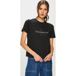 Calvin Klein Jeans - T-shirt. Czarne t-shirty damskie Calvin Klein Jeans, z nadrukiem, z bawełny, z okrągłym kołnierzem. Za 229.90 zł.