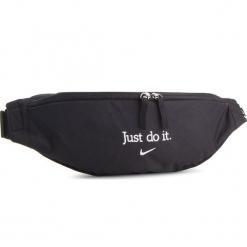 Saszetka nerka NIKE - BA5781 010. Czarne saszetki męskie Nike, z materiału, młodzieżowe. Za 79.00 zł.