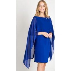 Kobaltowa sukienka z halką QUIOSQUE. Niebieskie sukienki damskie QUIOSQUE, z materiału, eleganckie, z kopertowym dekoltem. Za 219.99 zł.