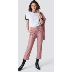 NA-KD Trend Spodnie PU - Pink. Różowe spodnie materiałowe damskie NA-KD Trend, ze skóry. Za 202.95 zł.