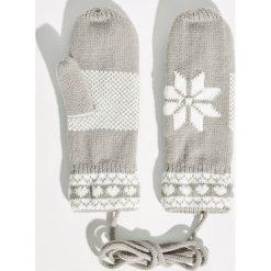 Rękawiczki na sznurku - Jasny szar. Szare rękawiczki damskie Sinsay. Za 24.99 zł.