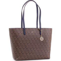 Torebka DKNY - Bryant Lg Tote Carryall R83AJ654 Mocha Logo/Nvy 6MN. Brązowe torebki do ręki damskie DKNY, ze skóry ekologicznej. Za 1,069.00 zł.
