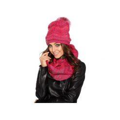 Wyjątkowy zestaw – czapka damska z futerkowym pomponem i komin LC102. Czerwone czapki i kapelusze damskie Lemoniade, na jesień. Za 99.90 zł.