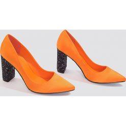 NA-KD Shoes Czółenka z błyszczącej satyny - Orange,Multicolor. Czółenka damskie marki bonprix. W wyprzedaży za 48.58 zł.