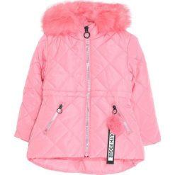 Różowa Kurtka Pretty Think. Czerwone kurtki i płaszcze dla dziewczynek Born2be, na jesień. Za 169.99 zł.