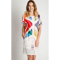 Biała sukienka w kolorowe wzory BIALCON. Białe sukienki damskie BIALCON, na lato, w geometryczne wzory, biznesowe. W wyprzedaży za 152.00 zł.