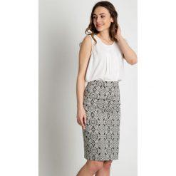 Ołówkowa spódnica we wzory  BIALCON. Białe spódnice damskie BIALCON, z materiału, biznesowe. Za 179.00 zł.