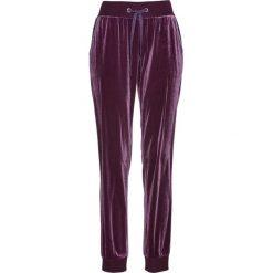 Spodnie dresowe aksamitne bonprix czarny bez. Fioletowe spodnie dresowe damskie bonprix, z dresówki. Za 89.99 zł.
