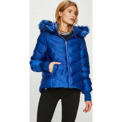 Guess Jeans - Kurtka Akiko. Niebieskie kurtki damskie Guess Jeans, z acetatu. Za 799.90 zł.
