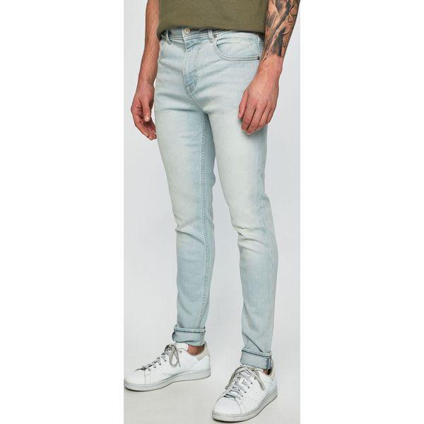 39fbee98c1352 Guess Jeans - Jeansy Charlie - Jeansy męskie marki Guess Jeans. W wyprzedaży  za 319.90 zł. - Jeansy męskie - Spodnie męskie - Odzież męska - Dla  mężczyzn ...