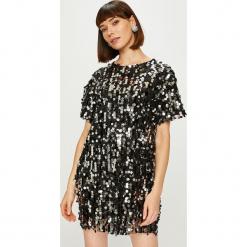 Answear - Sukienka Night Fever. Szare sukienki damskie ANSWEAR, eleganckie, z okrągłym kołnierzem. Za 149.90 zł.