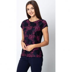 Granatowa bluzka z koronką w różowe kwiaty QUIOSQUE. Czerwone bluzki damskie QUIOSQUE, w koronkowe wzory, z dzianiny, eleganckie. Za 119.99 zł.