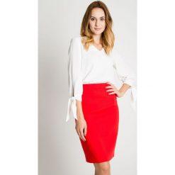 Klasyczna czerwona spódnica z podszewką BIALCON. Czerwone spódnice damskie BIALCON, na wiosnę, eleganckie. W wyprzedaży za 123.00 zł.