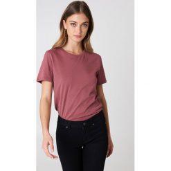 NA-KD Basic T-shirt basic - Pink. Różowe t-shirty damskie NA-KD Basic, z bawełny, z okrągłym kołnierzem. Za 40.95 zł.