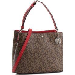 Torebka DKNY - Bryant Bucket R83JJ619  Mocha Logo Rog 243. Brązowe torebki do ręki damskie DKNY, ze skóry ekologicznej. Za 719.00 zł.