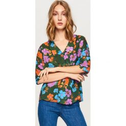 Koszula w kwiaty - Wielobarwn. Szare koszule damskie Reserved, w kwiaty. W wyprzedaży za 59.99 zł.