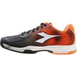 Diadora COMPETITION 4 CLAY Obuwie do tenisa Outdoor orange/black. Trekkingi męskie Diadora, z materiału, na golfa. W wyprzedaży za 377.10 zł.